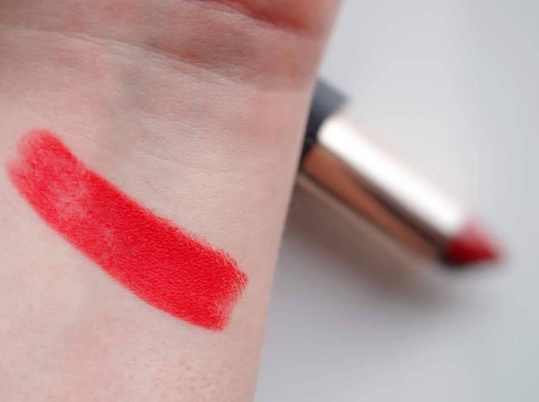 zuii huulipuna scarlet