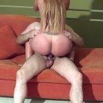 Image Madura safada dando o rabo no sofá