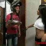 Image Morena dando a buceta pro entregador de pizza