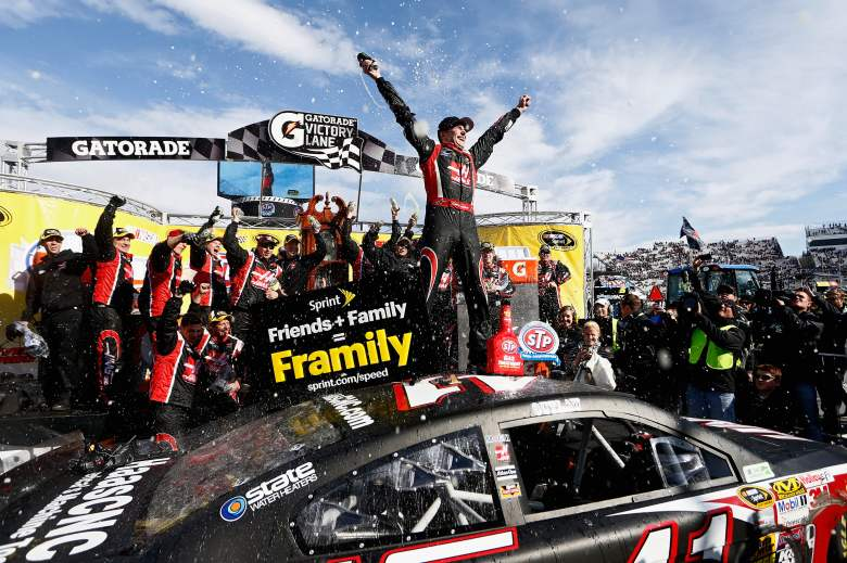 Kurt Busch holds off Jimmie Johnson at Martinsville | Racegear.com Nascar News, Diecasts Store ...