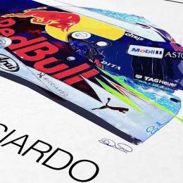 Daniel-Ricciardo-Red-Bulll-helmet-2