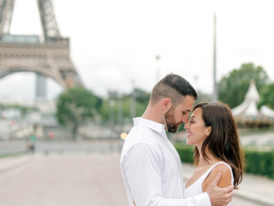 Couple hugging in front of the Eiffel Tower