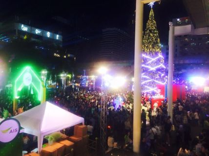 Central World 2015 New Year Crowds