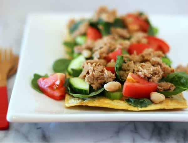 This tuna white bean salad flatbread is a pizza you don't have to feel guilty about! Filling, flavorful and fun to eat -- and unbelievably easy to prepare.