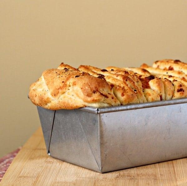 italian-herb-cheese-pull-apart-bread-1-600