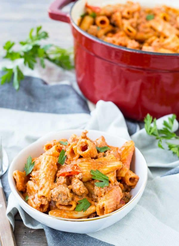 A weeknight dinner dream come true! A complete meal in one pan. This one pan rigatoni is filling, comforting and full of flavor.