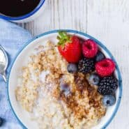 Image of instant pot steel cut oats topped with brown sugar, cinnamon, and fresh berries.