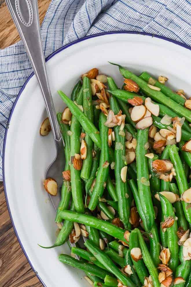 Image of green beans almandine.