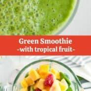 """在搅拌机绿色冰沙的俯视图,未混合和混合。文本叠加上写着""""绿色冰沙 - 与热带水果"""""""