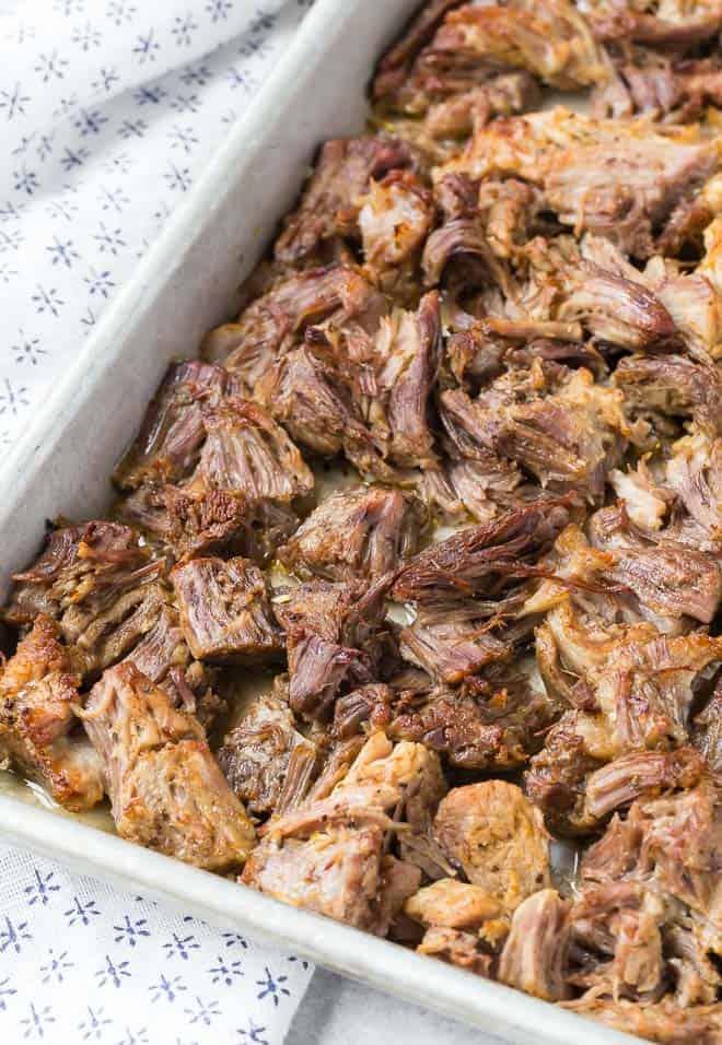 特写认为,已成为金黄色和肉鸡下香脆猪肉猪肉丝的。