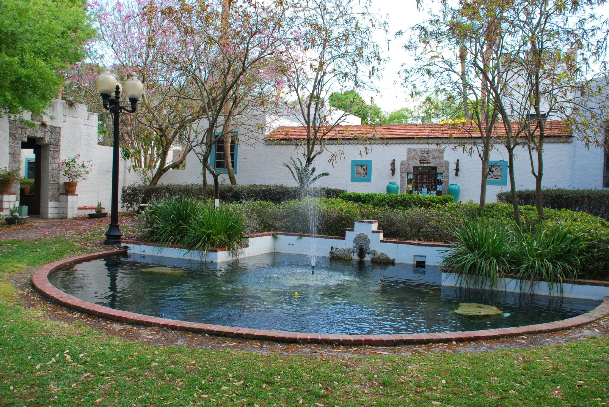 The courtyard of the Maitland Art Center in Orlando, Florida. Image via Flickr by David Lewis