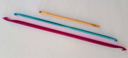 Double-ended Tunisian crochet hooks come in different lengths