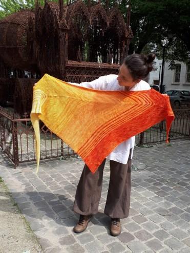 Au fur et à mesure, châle au crochet tunisien, design Rachel Henri