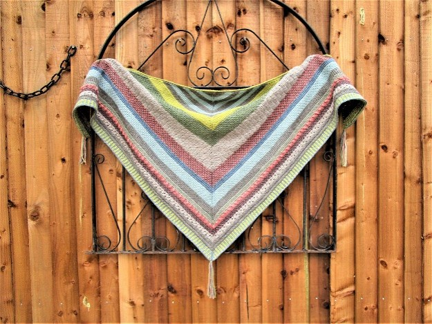 Tunisian sampler shawl, design de Hayley J Robinson