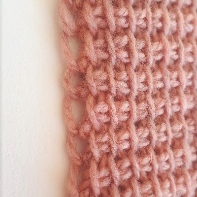 Edge stitch picked up under one strand of yarn only, return pass starting without a chain stitch