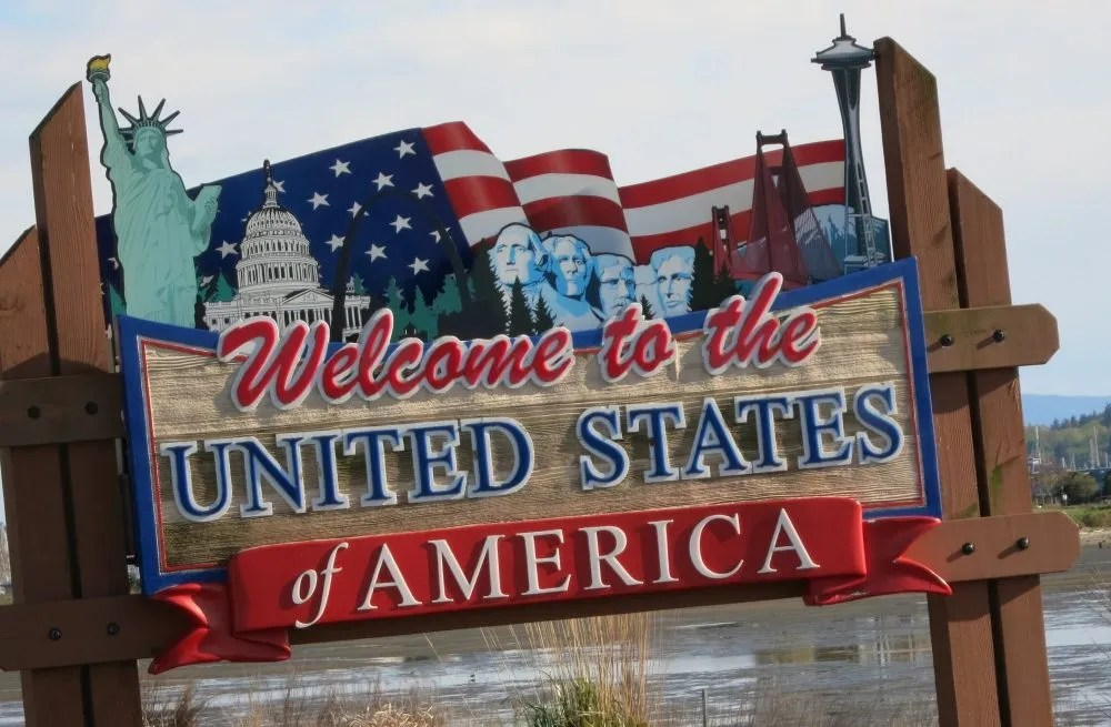"""A sign at the Canadian border reads """"Welcome to the United States of America."""" what the dutch think about Americans"""