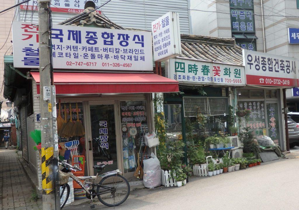 shops in Ikseon Hanok Area