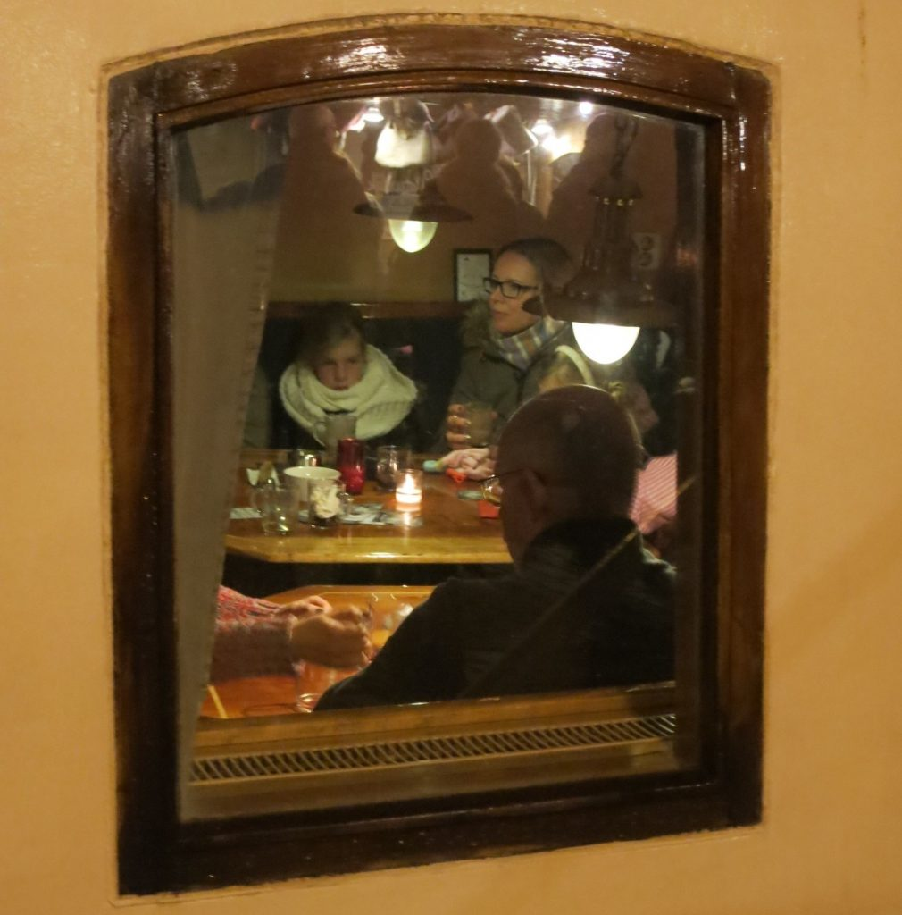 Doesn't this ship, serving as a cafe at WinterWelVaart in Groningen, look cozy inside?