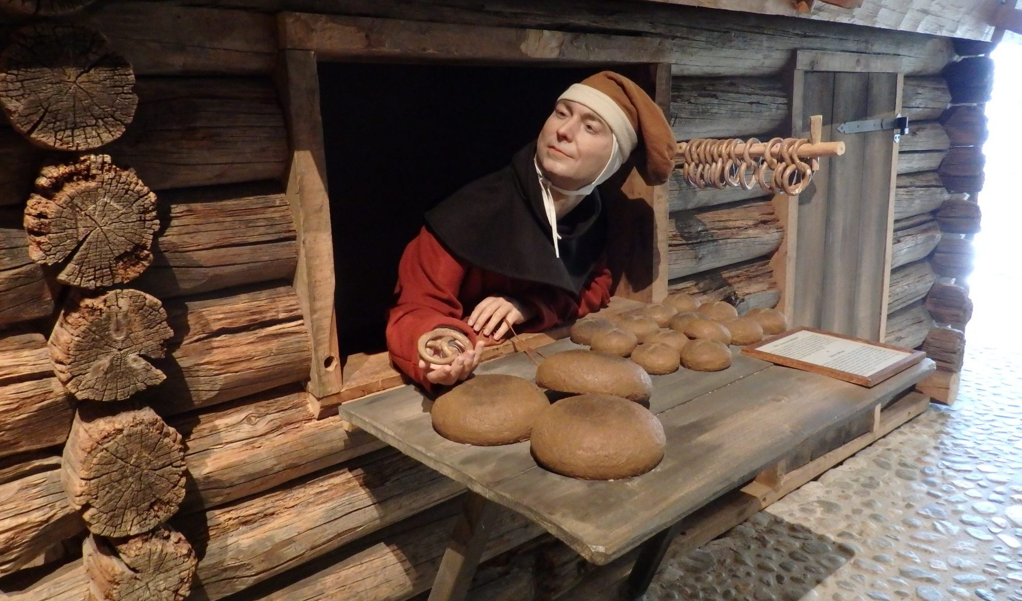 Mannequins illustrate everyday city life in the Medieval Museum.