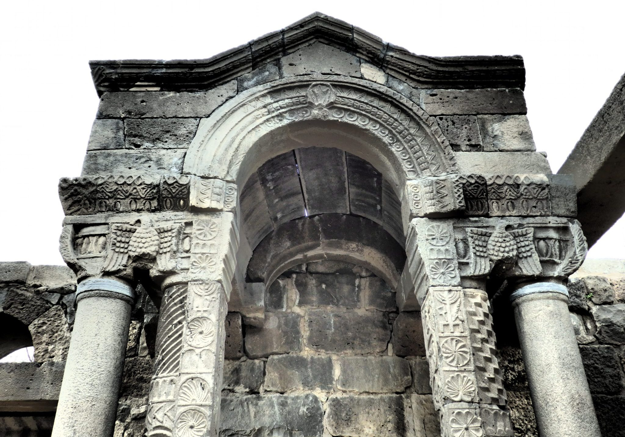 The Torah ark at Um el Kanatir shows detailed carvings.