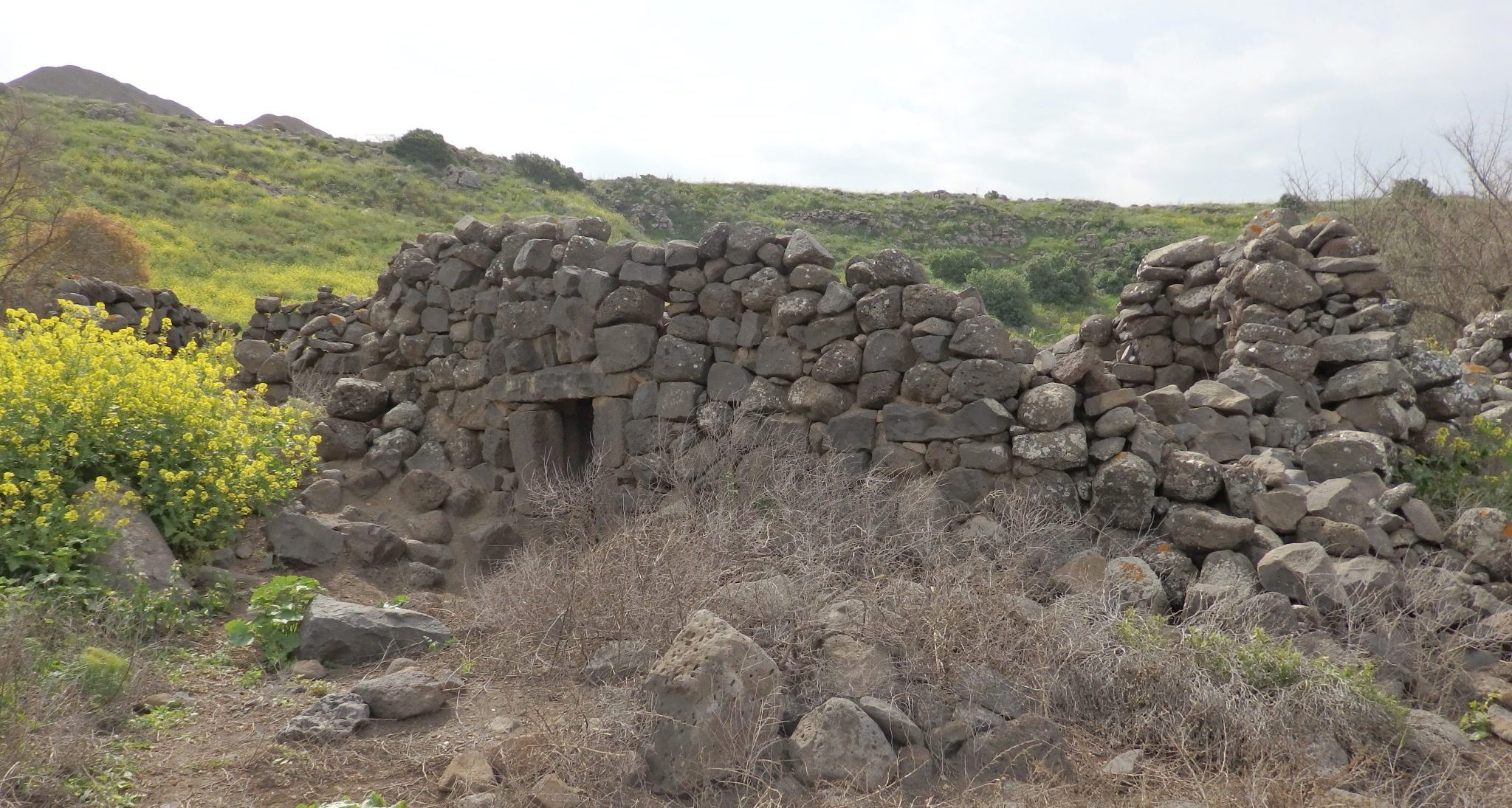 A ruin between the synagogue and the spring at Um el Kanatir.