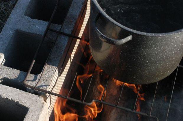 Cooking maple sap. | Clean.