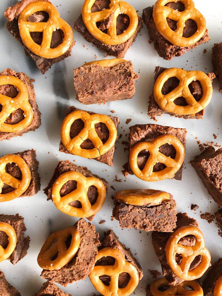 Healthy Fudgy Sea Salt Pretzel Brownie Bites for a vegan-friendly delicious brownie recipe!