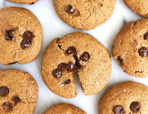 Sea Salt Chocolate Chip Ginger Cookies for an easy and healthy paleo cookie recipe!