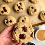 Almond Flour Chocolate Chip Cookies made with all paleo and vegan ingredients. An easy and healthy chocolate chip cookie ready in 15 minutes.