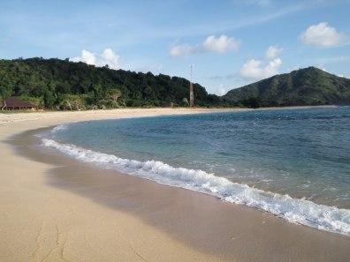 Pantai Rantung atau Pantai Yoyo yang bersih dan sangat asik untuk bersantai disini #newmontbootcamp