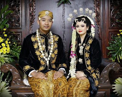 Pernikahan adat Jawa (Sumber: ayeey.com)
