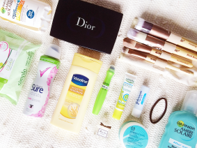 whats-in-my-travel-bag-make-up-stuff