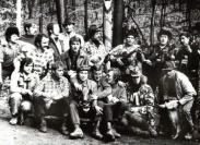 Pri zakladaní osady mali okolo 16-17 rokov, dnes vyše šesťdesiat... Kamarátom, čo sa výročia nedočkali, venovali tichú spomienku.