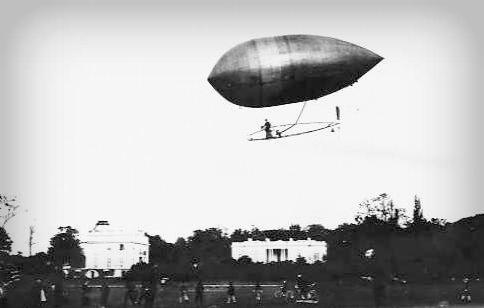 Santos Dumont Dirigible No. 2. Photo: Wikipedia.