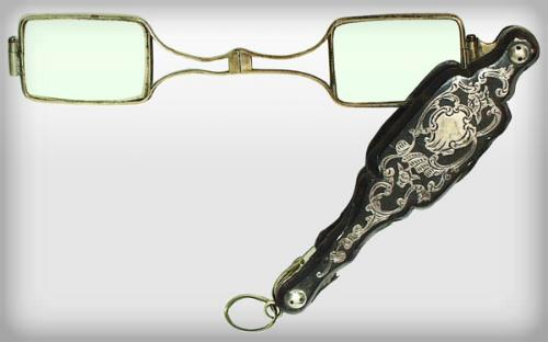 Victorian Era Eyewear Trends, Lorgnette. Image: Gilai Collectibles.