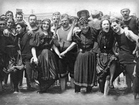 Victorian Era Swimwear. Image: VintageEveryday.