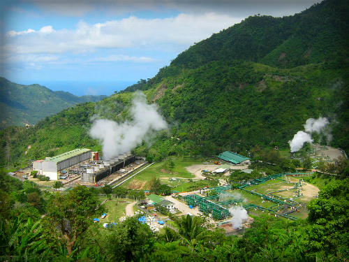 Puhagan Geothermal Plant. Image: Mike Gonzalez (TheCoffee).