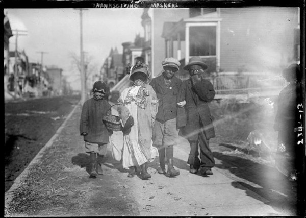 Thanksgiving Day Maskers, 1910-1915. Image: Library of Congress, Bain News Service.
