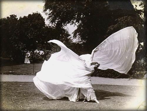 Folies-Bergère: La Loie Fuller, Skirt Dance c. 1898. Image: Dance Heritage Museum.org.