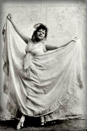 Folies-Bergère: La Loie Fuller, Skirt Dance 1892. Image: Dance Heritage Museum.org.