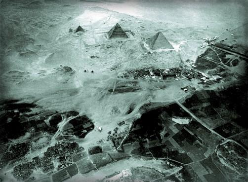 Eduard Spelterini-Pyramids, Giza Necropolis, 1904. Image: Wikipedia.