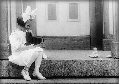 Kodak Girls, 1917. Image: Library of Congress.