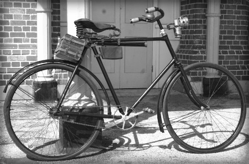 Camera Cycle, circa 1890s. Image: OldBike.eu.
