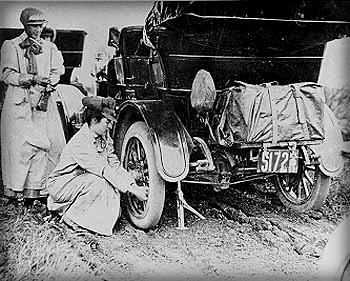 Alice Huyler Ramsey Race, 1909. Image: Rutgers University Archive.
