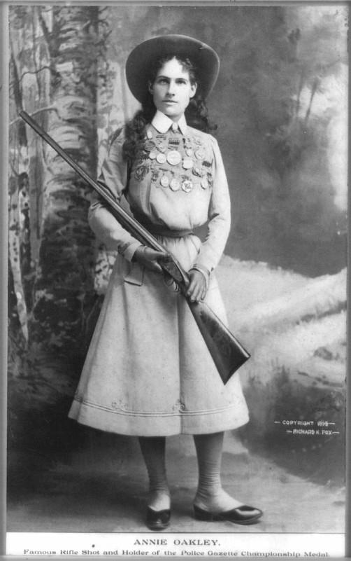 Victorian Cardomania: Annie Oakley, 1899. Image: Wikipedia.