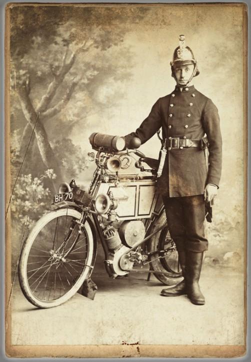 Victorian Cardomania: Fireman, 1900. Image: scienceandmediamuseum.org.uk