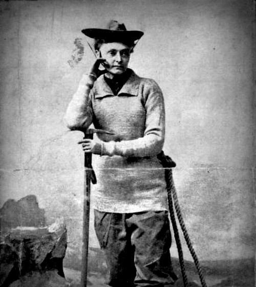 Annie Peck in baggy knee pants and boots and mountaineering ge, circa 1900. Image: Wikipedia.