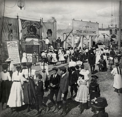 Midway at Toronto Exhibition 1904. Image: Toronto Public Library.