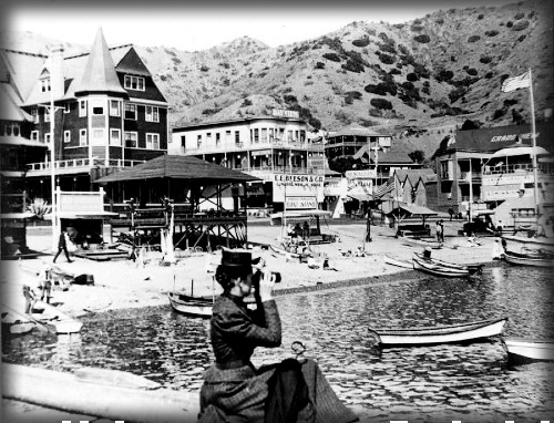 Woman Looking At Sugarloaf with Metropole Behind, 1905. Image: Water And Power.org.