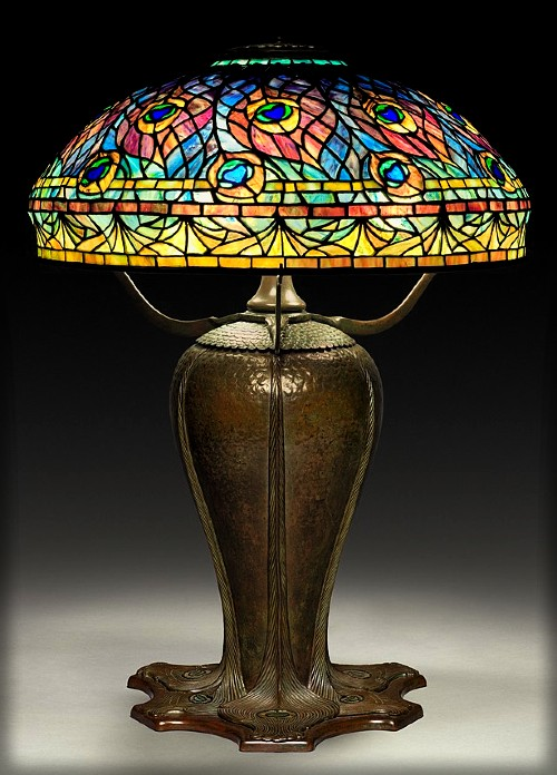Peacock Lamp, Clara Driscoll. Image: Cleveland Museum of Art/Wikipedia.